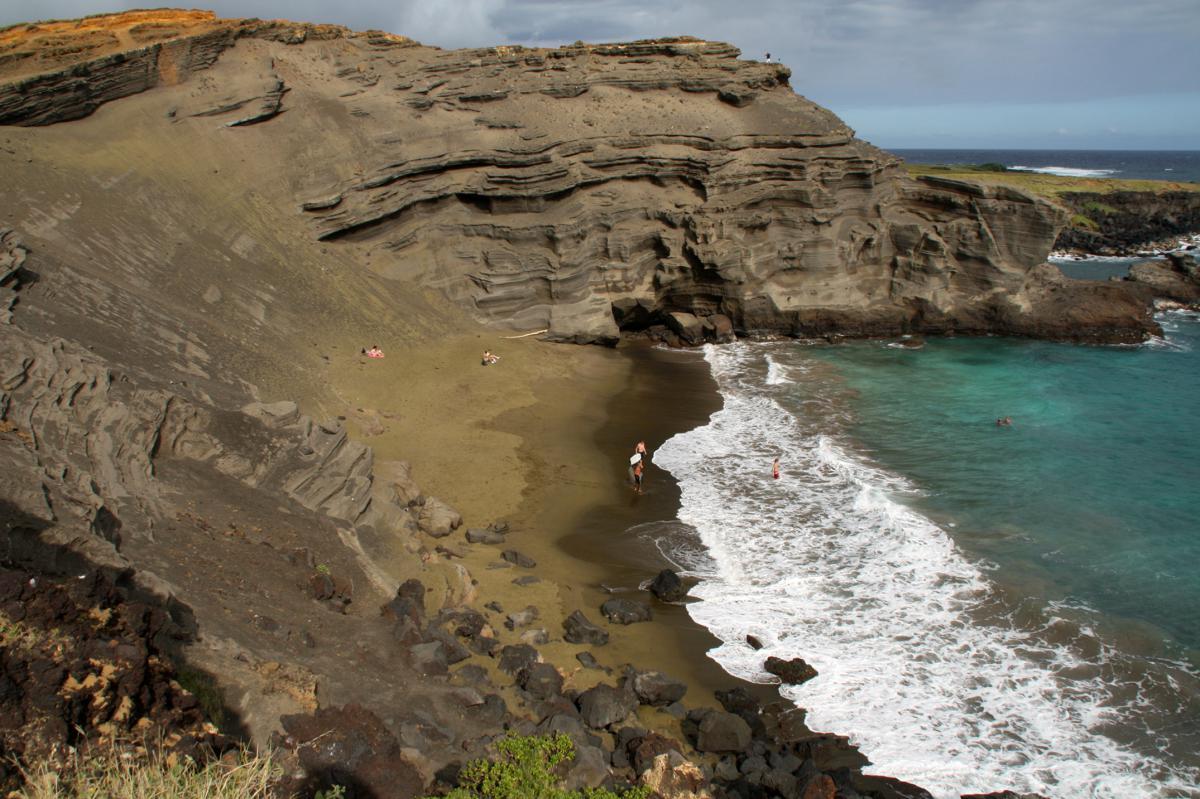 Зеленый песчаный пляж
